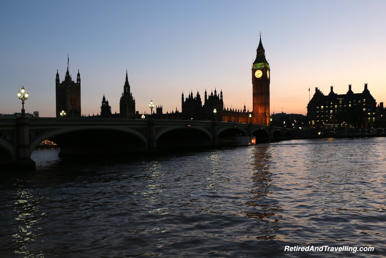 Night View of London Parliament with Elizabeth Tower and Big Ben - London Gateway.jpg