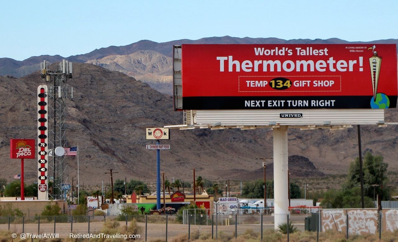 Iconic images on way to - Las Vegas glitter.jpg