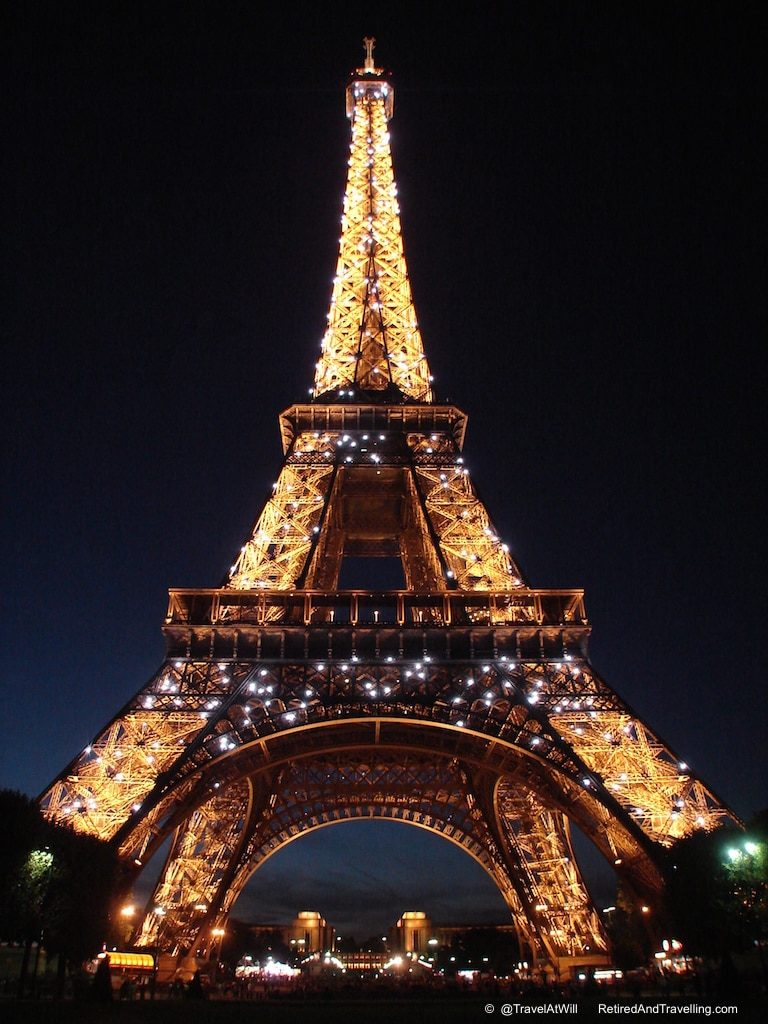 Eiffel Tower - Iconic Paris Sights.jpg
