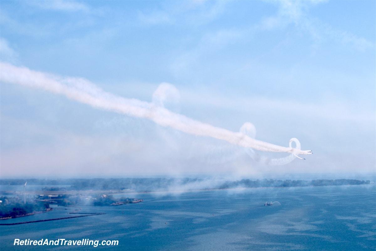 Breitlind spiral - Toronto Airshow.jpg
