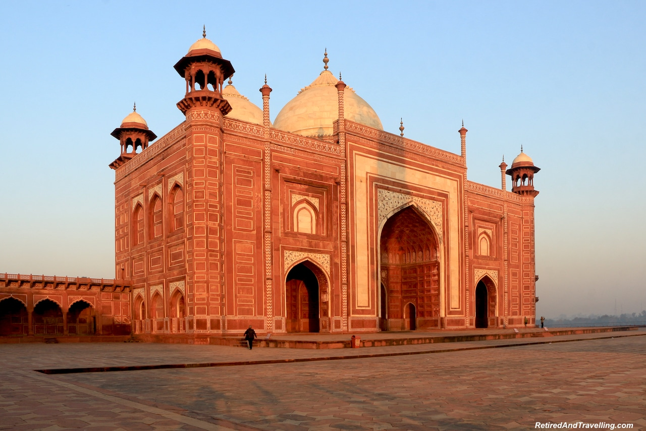Mosque Sunrise - Taj Mahal at Sunrise and Sunset.jpg