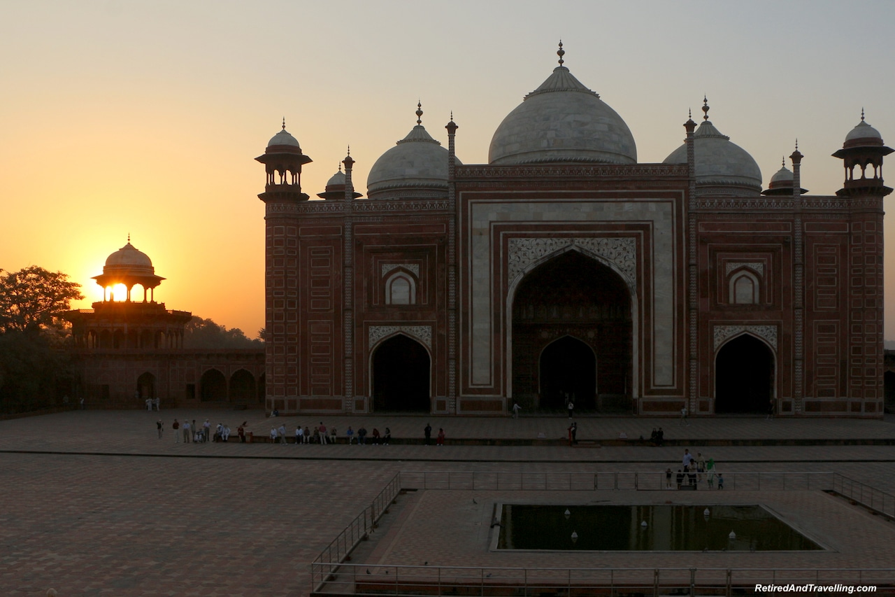 Mosque Sunset - Taj Mahal at Sunrise and Sunset.jpg