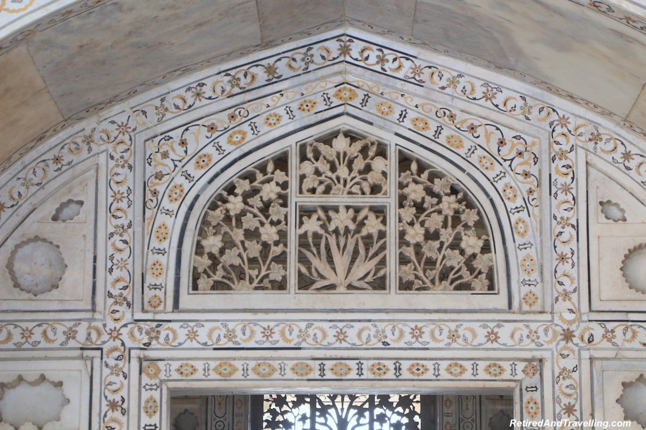 Muthamman Burj Decoration - Red Fort in Agra.jpg