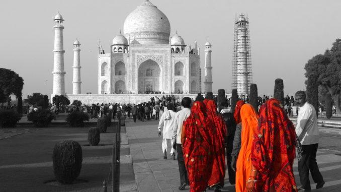 Taj Mahal at Sunrise and Sunset.jpg