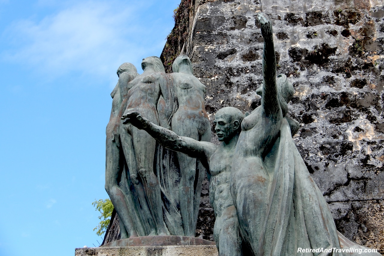 Jardin de La Princesa Statues - Walking in San Juan.jpg