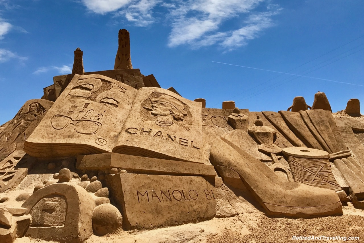 Chanel and Manolo Sand Sculpture Scene - Sand City Algarve.jpg