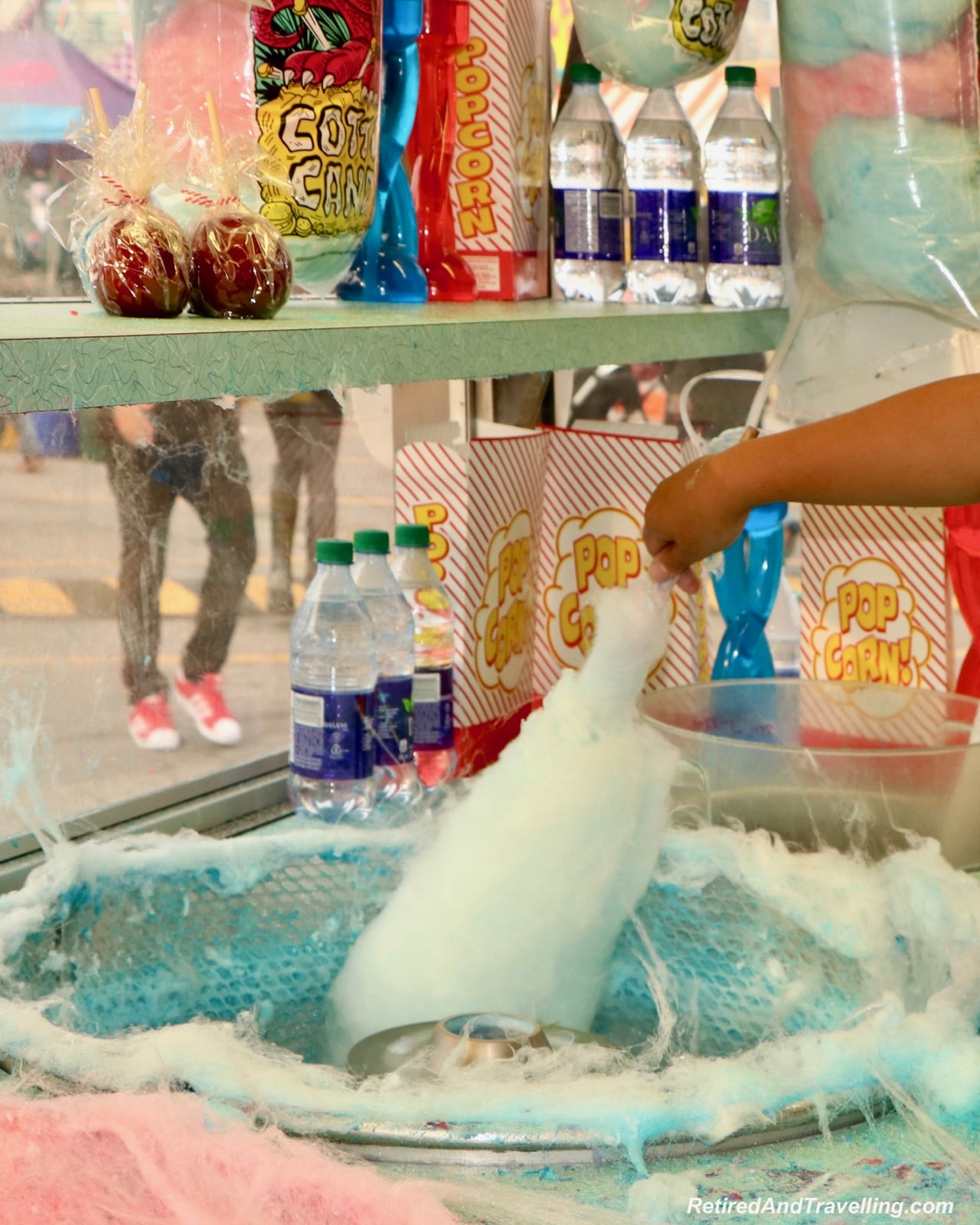 Food cotton candy making - Things To Do At The Toronto CNE.jpg