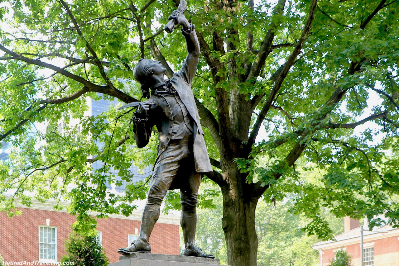 Statue Signer - History - Things To Do In Philadelphia.jpg