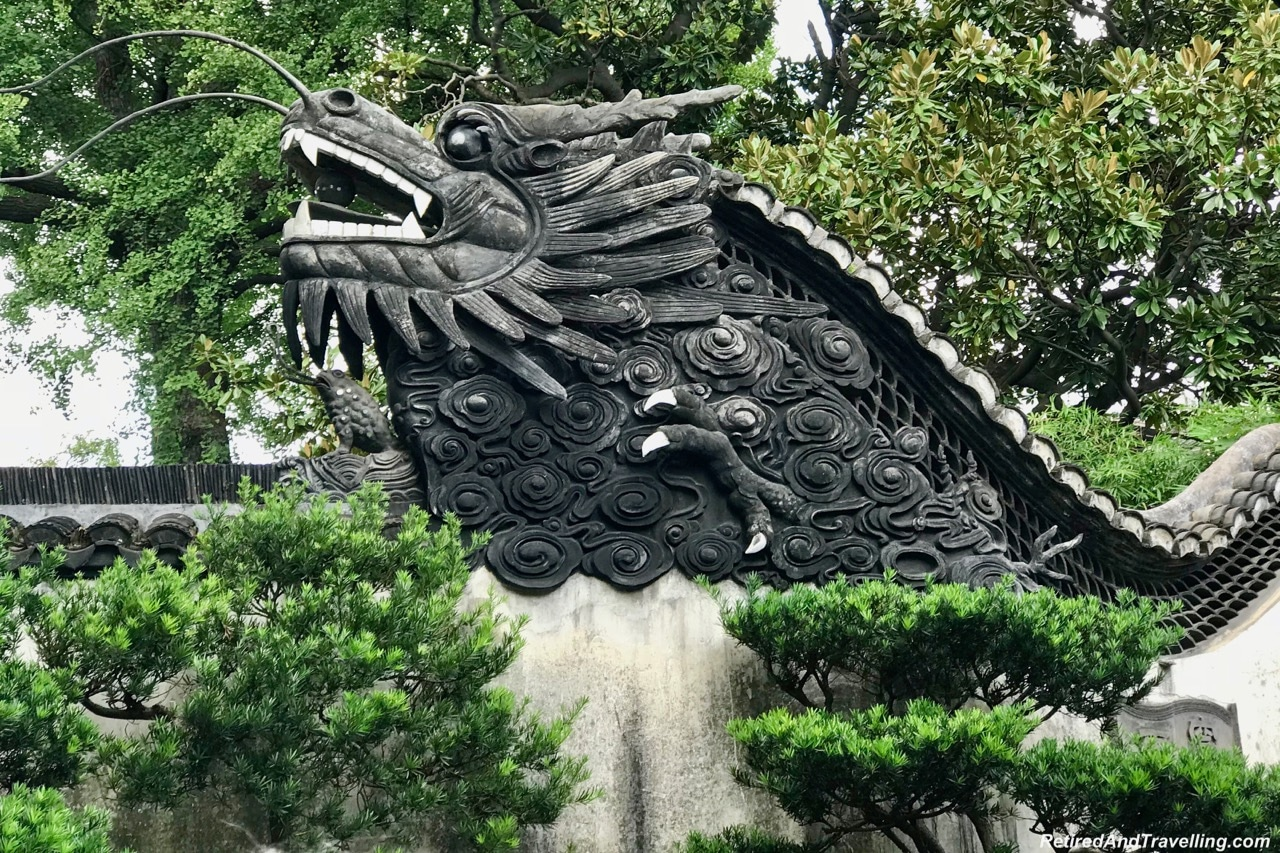 Yu Gardens Chinese Garden Dragons - Old Town and Yu Gardens in Shanghai.jpg