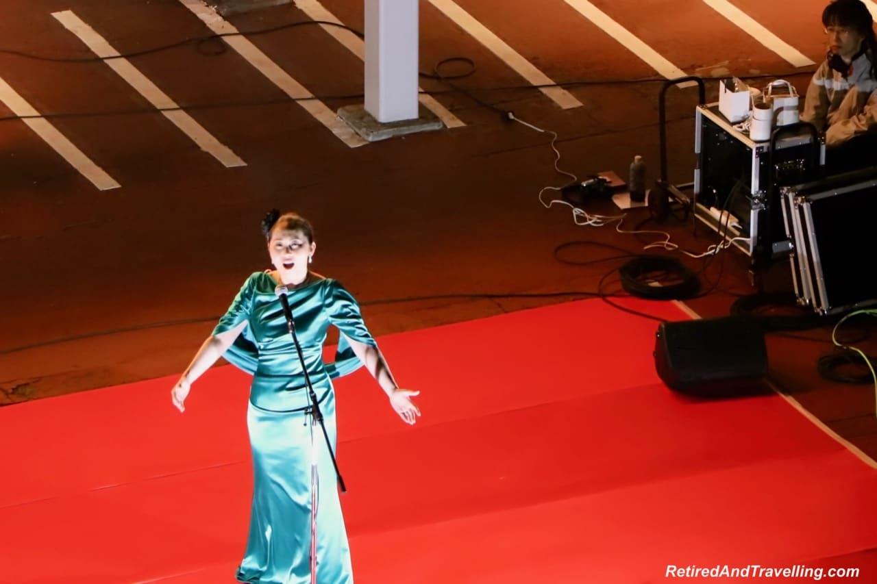 Opera singer goodbye in Osaka Port overnight.jpg