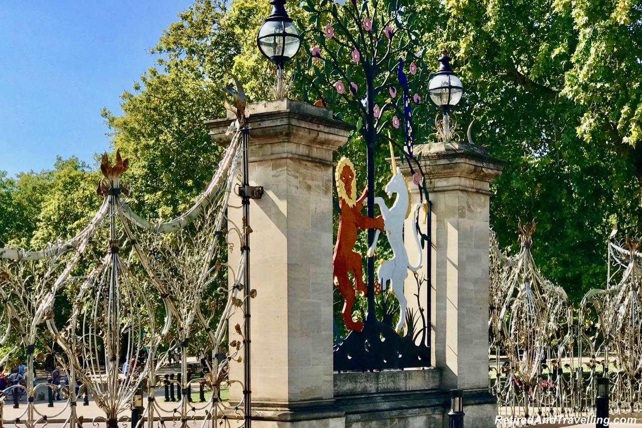 Hyde Park Queen Elizabeth Gate 1993.jpg