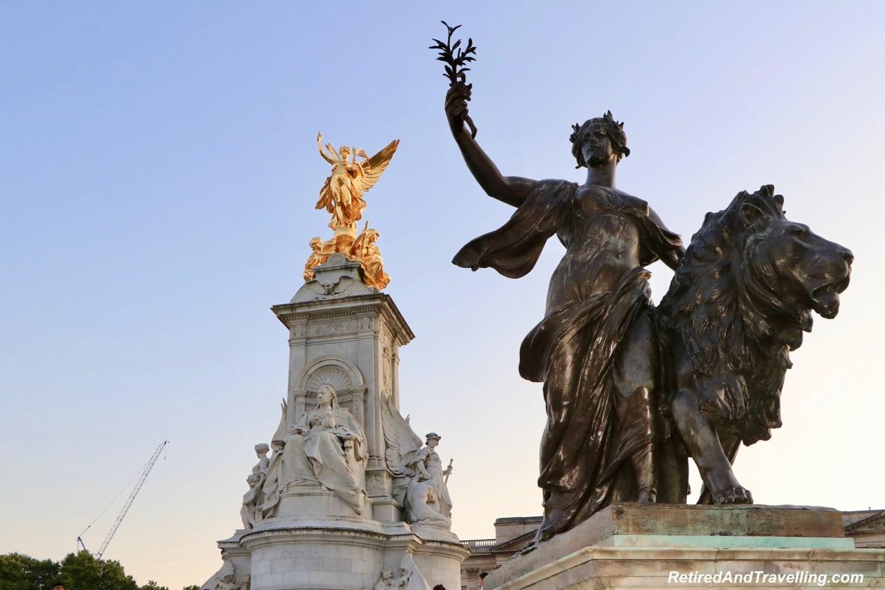 Fountain Statue - Buckingham Palace - London - Stay By Hyde Park In London.jpg