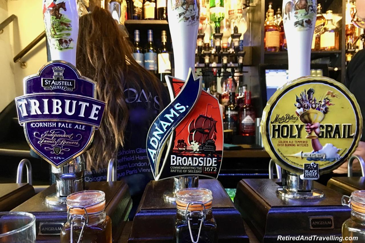 Windsor Horse And Groom Pub.jpg